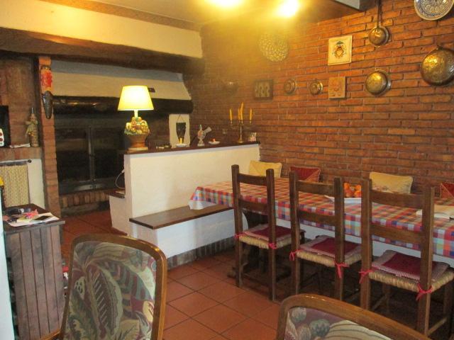 Cucina Con Tinello : Villa unifamiliare con ampio giardino viterbo di